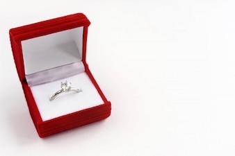 Red box pierścionek zaręczynowy