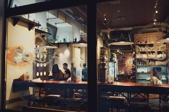 Restauracja widziana z zewnątrz