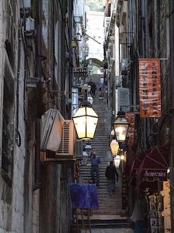 Schody latarnia old street kamienice