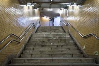Schody w stacji metra.
