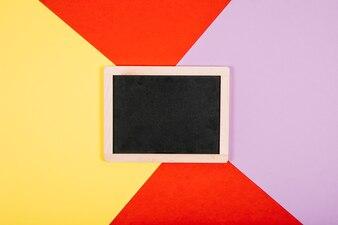 Slate na kolorowe tło