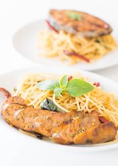 Spaghetti z grillowaną kiełbasą
