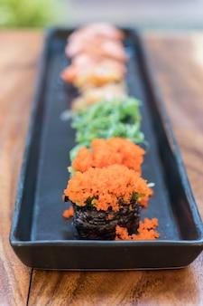 Spawn jaj sushi z mieszanym sushi zestawu