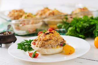 Squash nadziewany warzywami i mięsem.
