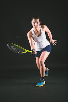 Squash player powrocie piłki