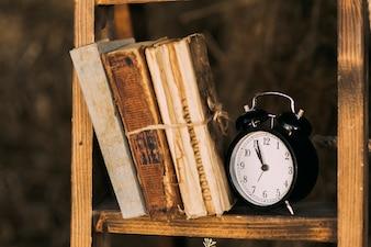 Stare książki na półce