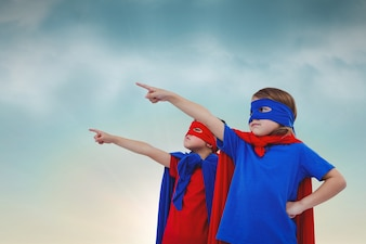 Superbohaterowie wskazując palcem wskazującym
