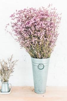 Wazy roślin dekoracji wnętrza pokoju
