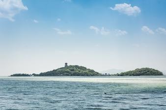 Widok wyspa z morza