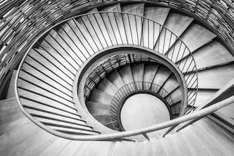Wirowa tle spiralne schody wewnętrzne