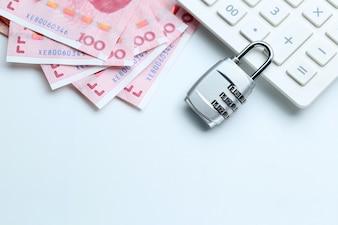 Zabezpieczenia finansowe Blokada hasła i banknotów na białym tle