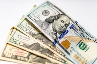 Zamknij sterty dolarów, selektywne fokus. Dolary, tło pieniędzy.
