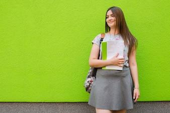 Zawartość kobiety z notebookiem