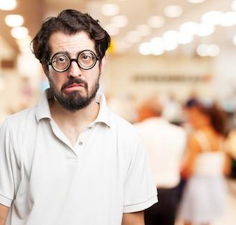 Zbliżenie smutny człowiek z brodą