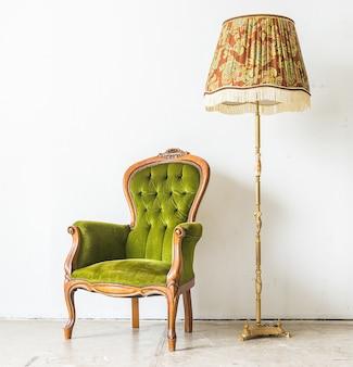 Zielona rocznika sofa