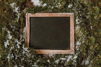 Zimowa kompozycja z czystym łupkiem