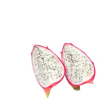 2 piezas de fruta del dragón en un aislado