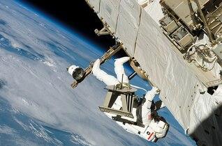 caminar ropa protectora espacio desgaste astronauta