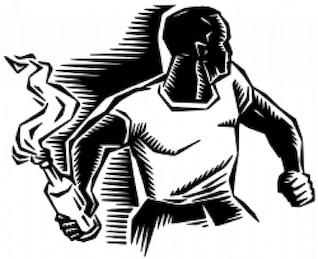 persona con cócteles molotov
