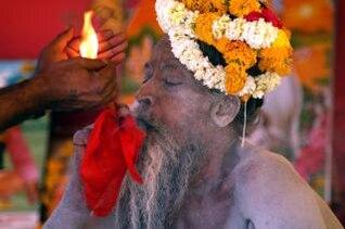 hombre santo hindú