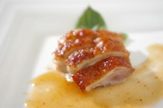 carne de pato con salsa, cocinar