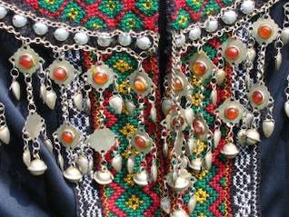 close-up de un vestido tribales
