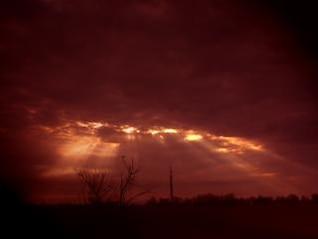 por la mañana cielo rojo