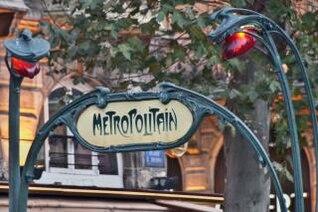 París en el invierno, de color rojo