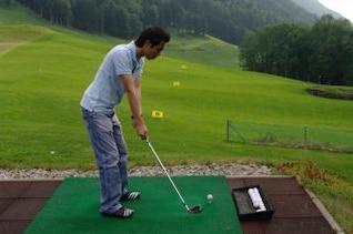jugador de la práctica del golf