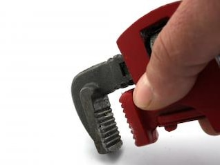 llave de tubo, la mano