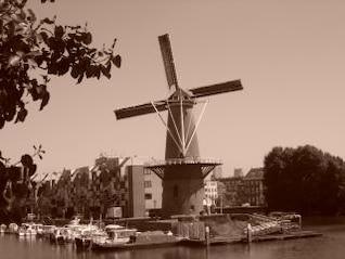 molino de viento de color sepia