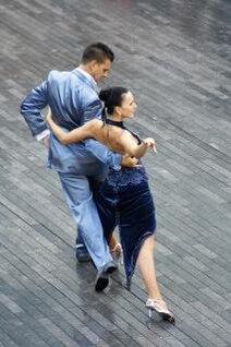 Los bailarines, la actividad