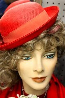 viejo sombrero rojo en manneqiun
