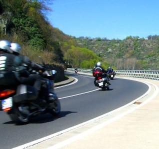 disfrutando de un paseo en motocicleta