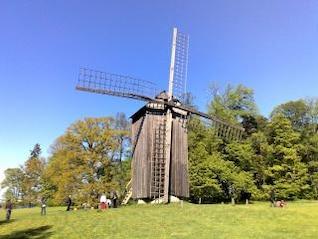 tradicional molino de viento de Tallin