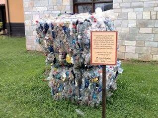 cubo de basura reciclada