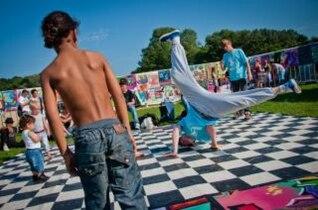 los niños breakdance