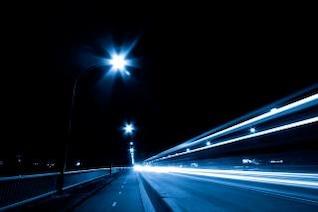 escena de la noche el tráfico