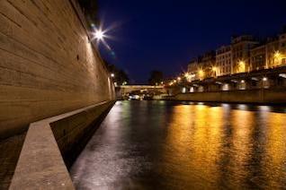 París-sur-Seine el crepúsculo