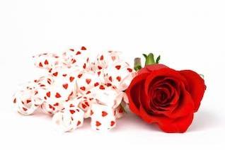 rojo color de rosa y cintas de aislar