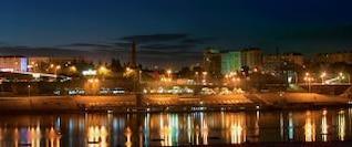 escena nocturna de la ciudad edificio