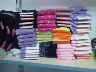 pila de calcetines de colores