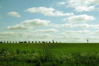 campo verde, las nubes, azul