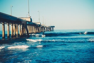 El practicar surf en la mañana