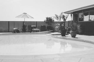 Blanco y negro piscina