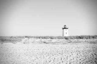 Faro blanco y negro
