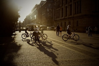 Paseo en bicicleta en la ciudad