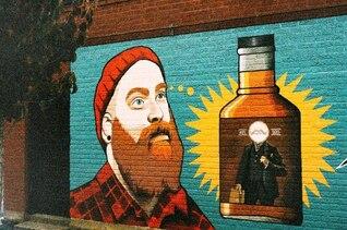 Fresca de la pintada en una pared de ladrillo