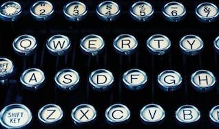 máquina de escribir antigua de cerca