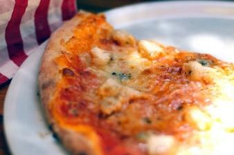 Una rebanada de pizza